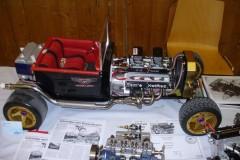Dragster mit Eigenbau V-8-Motor
